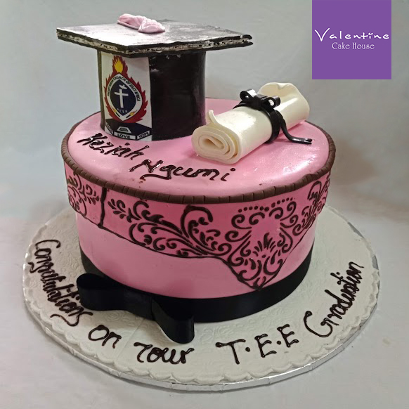 P80609 121018 - Graduation Cake